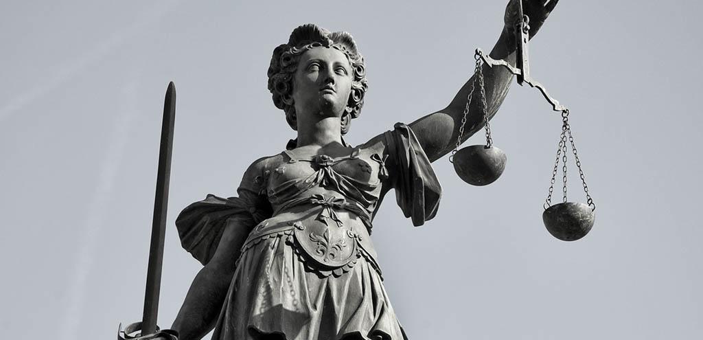 Justitia Statue als Zeichen der Gerechtigkeit
