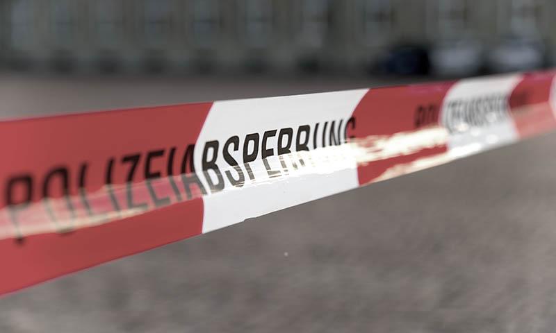 Polizeiabsperrung eines Gebäudes zwecks Kapitalstraftat